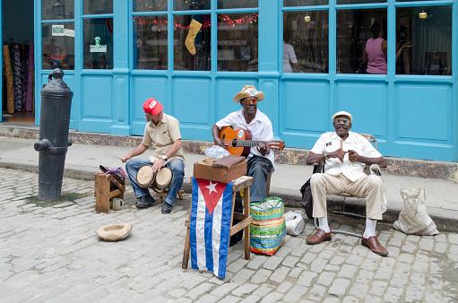 Calle Músicos En La Habana Foto de stock y más banco de imágenes de Actuación - Conceptos