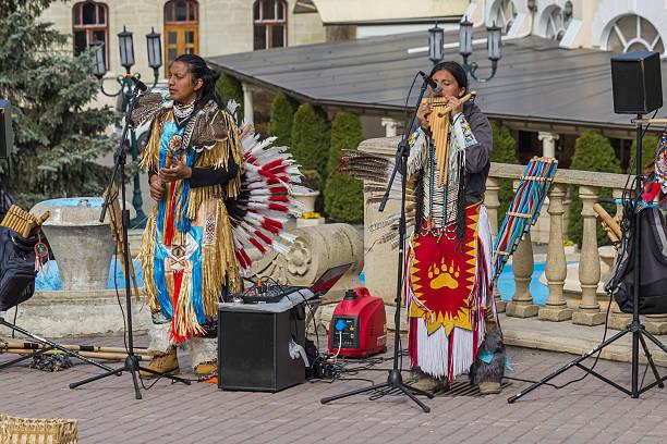 street musicians in national costumes. - navajo stil stock-fotos und bilder