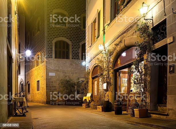 Street of florence picture id584581650?b=1&k=6&m=584581650&s=612x612&h=da8xddimm8k2a0owyafciyryqx3vycovehak3tse go=