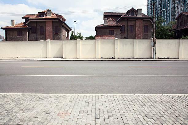 street on a side - kaldırım stok fotoğraflar ve resimler