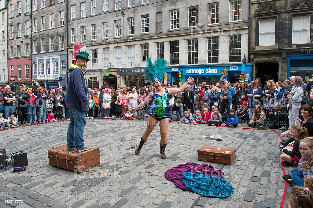 Street performer on the Royal Mile in Edinburgh stock photo