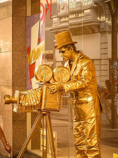 artiste de rue - camera sculpture photos et images de collection