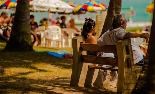 fotografia de rua documentar o cotidiano da praia em Ilhabela, Brasil - foto de acervo
