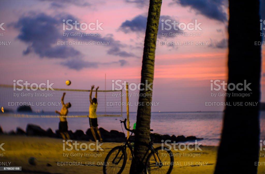 fotografia de rua documentar o cotidiano da praia em Ilhabela, Brasil. - foto de acervo