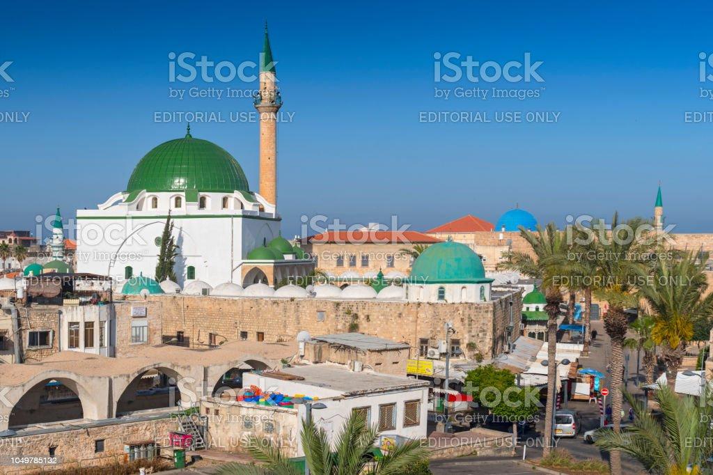 Cena de rua e Al Jazzar Mosque na cidade velha de Akko (Acre), Israel. - foto de acervo