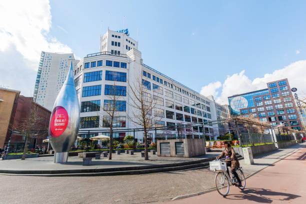 straatbeeld in het centrum van eindhoven, nederland - eindhoven stockfoto's en -beelden