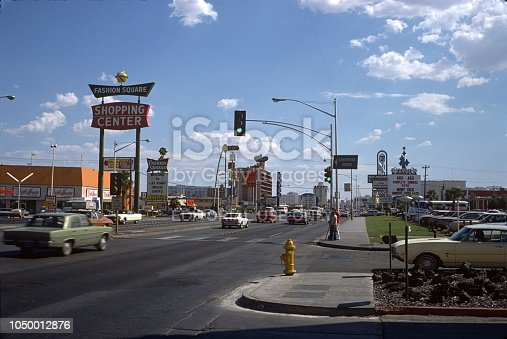 Las Vegas, Nevada, USA, 1975. Street scene on the Las Vegas Strip. Furthermore: advertising signs, shops, cars, pedestrians and buildings.