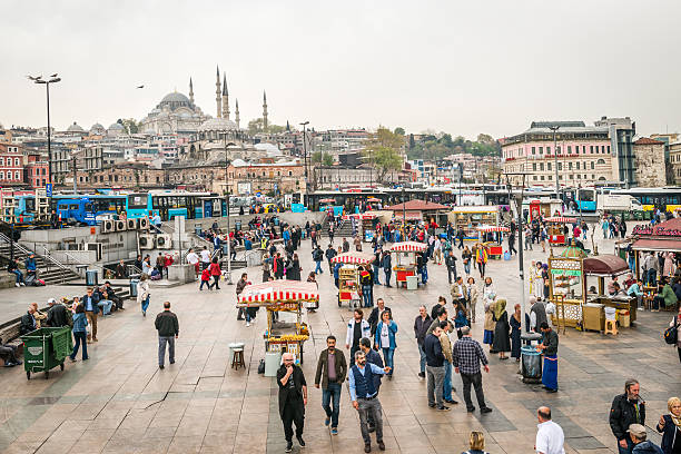 street sellers in istanbul, turkey - eminonu district stockfoto's en -beelden