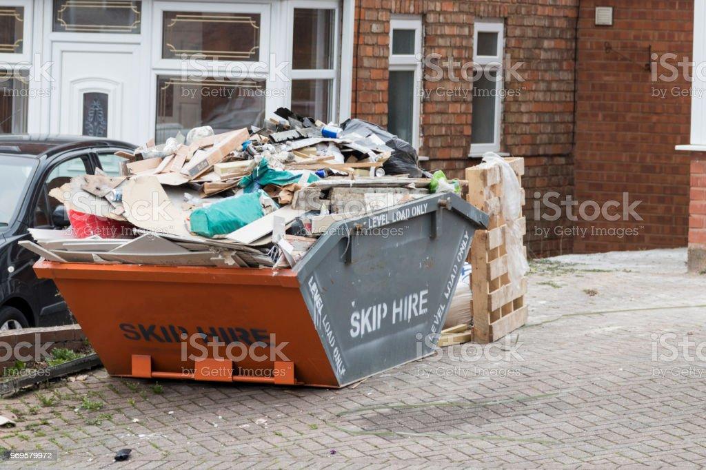 街邊跳滿垃圾 - 免版稅住宅建築圖庫照片