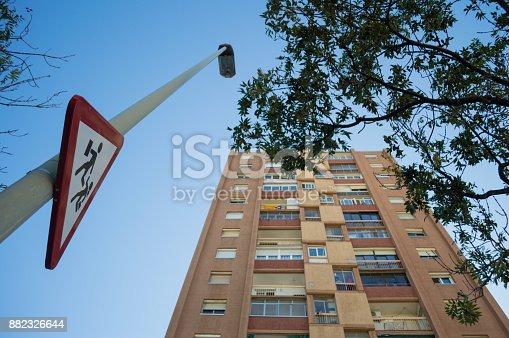 istock Street Sign for School Kids Crossing in Residential Neighborhood in Barcelona, Spain 882326644