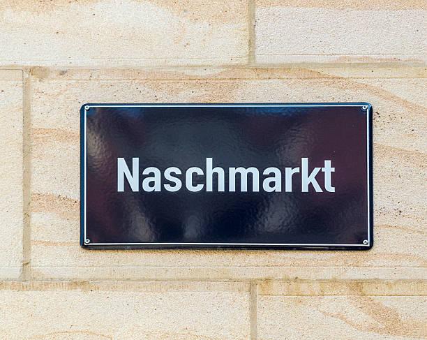 straßenschild naschmarkt in leipzig - naschmarkt stock-fotos und bilder