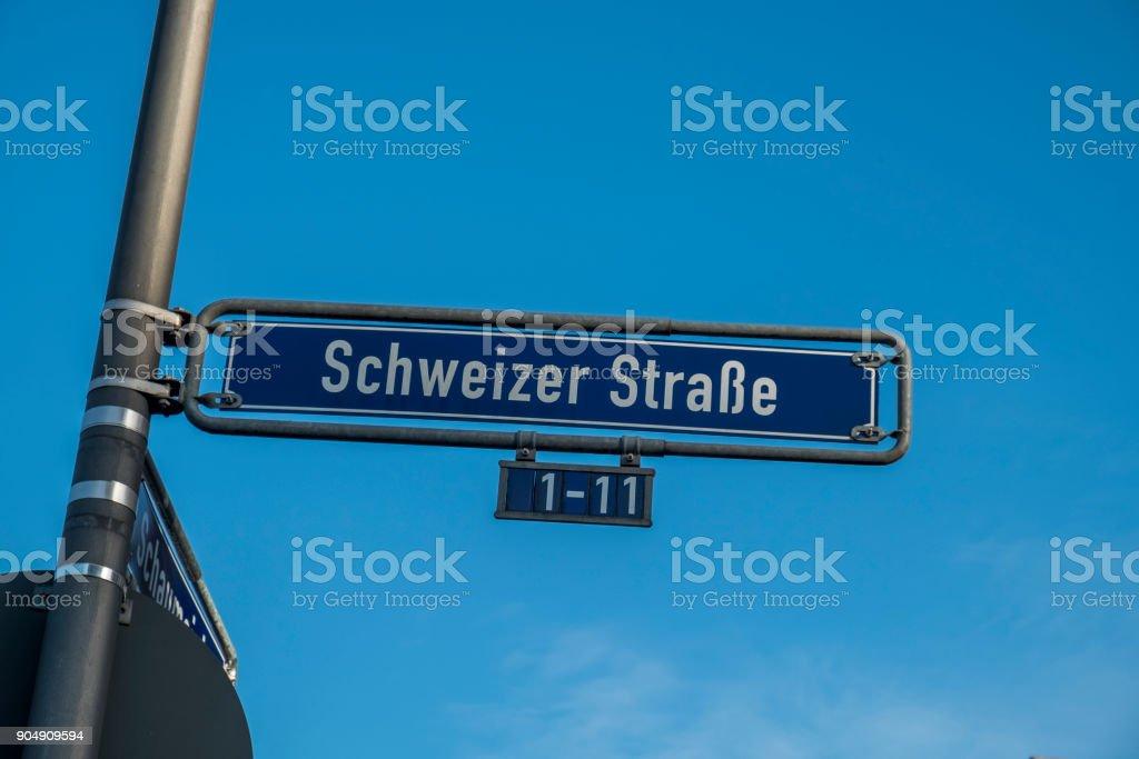 Straße Zeichen Schweitzer Straße in Frankfurt am Main – Foto