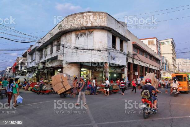 Street stalls occupied curbsidefoot of commercial buildings carbon picture id1044392450?b=1&k=6&m=1044392450&s=612x612&h=pvyf wganfy7nntlj3ozebislupdkgjwao5ahyepjrk=