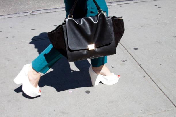 streetstyle - street style stockfoto's en -beelden