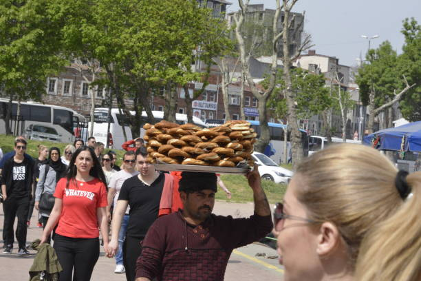 a street vendor offers bagels on a tray which he carries on his head - principe harry foto e immagini stock