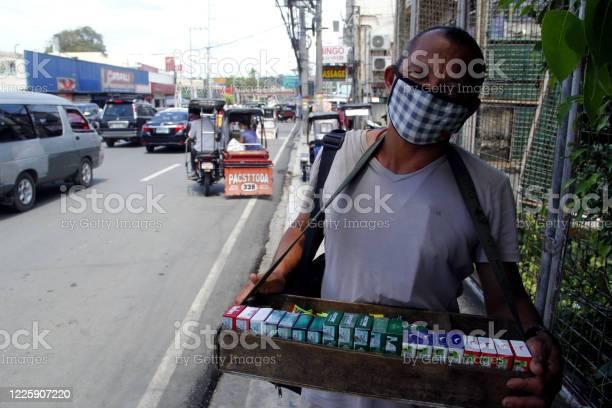 Street vendor sell cigarettes after quarantine rules were eased up picture id1225907220?b=1&k=6&m=1225907220&s=612x612&h=n3necex9z5ajb5vzpir8bsb3elabdgpmkea15jlxbaa=
