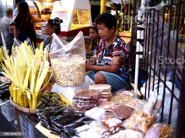 Street vendor sells suman or steamed glutenous rice wrapped in palm picture id1062464020?b=1&k=6&m=1062464020&s=612x612&h=qbze9jytmys6kabl3uncwli8rvgsxocwr1xgfuyc3wo=