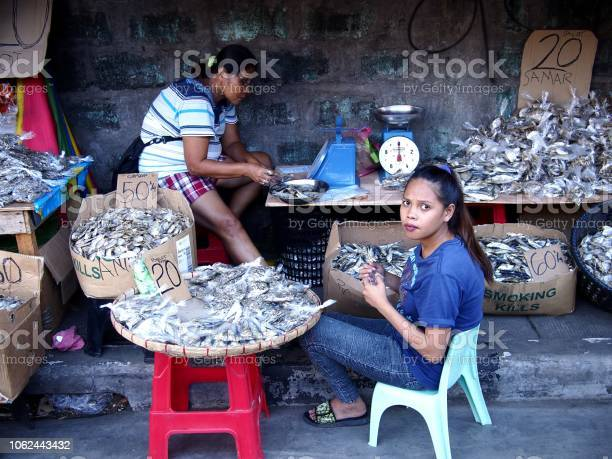 Street vendors sell dried fish at a sidewalk picture id1062443432?b=1&k=6&m=1062443432&s=612x612&h=bxtsaxxqegurehkgm110t6ye6q goxxa7p5sk24i4ne=