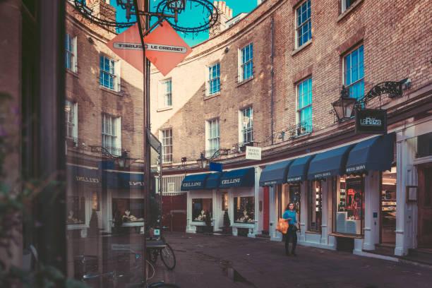 street view in cambridge, uk - hochkönig stock-fotos und bilder