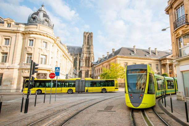 gatuvy i reims city, frankrike - spårvagn bildbanksfoton och bilder