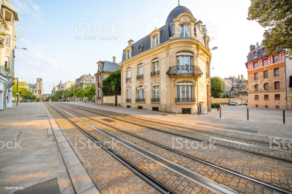 Blick auf die Straße in der Stadt Reims, Frankreich – Foto