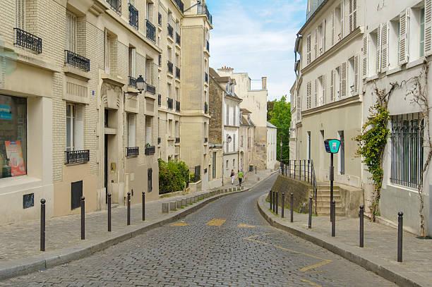 street view of montmartre - montmatre utsikt bildbanksfoton och bilder
