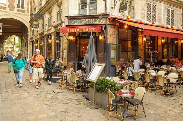 Vista da rua da Montmartre - foto de acervo