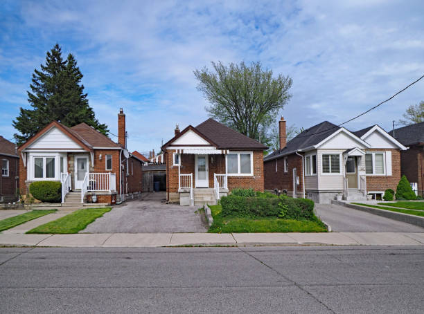 street with old fashioned 1950s style working class bungalows street with old fashioned 1950s style working class bungalows residential district stock pictures, royalty-free photos & images