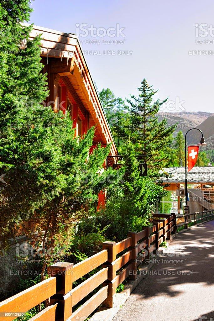 Street with Traditional Swiss chalets Zermatt CH zbiór zdjęć royalty-free