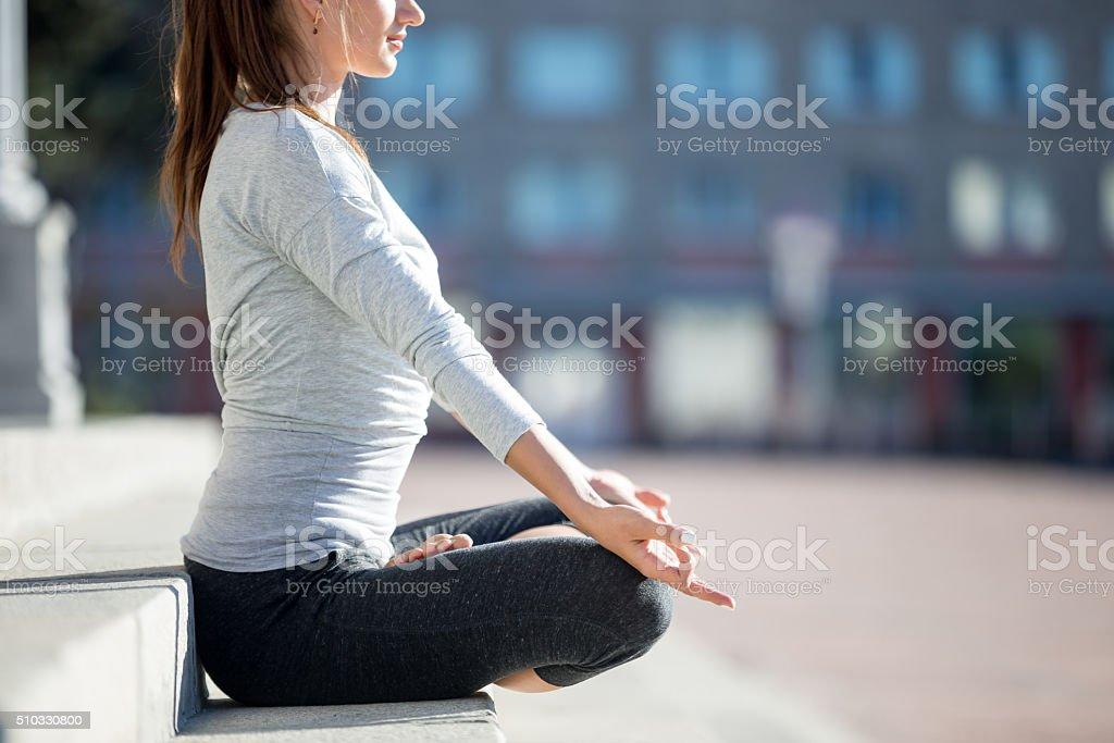 Straße-Yoga :  Meditation - Lizenzfrei Achtsamkeit - Persönlichkeitseigenschaft Stock-Foto