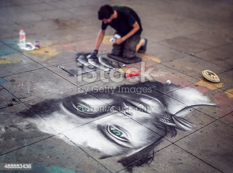 istock Streetart in Berlin 488883436