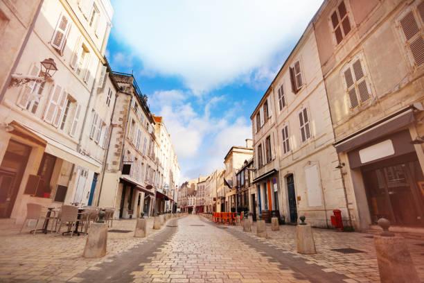 Street-Rue St Jean du Perot in La Rochelle – Foto