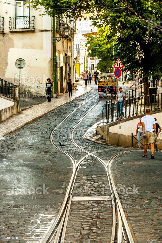Lisbon, Portugal - Septmember 19, 2016: Streets around Viewpoint de Santa Luzia. - fotografia de stock