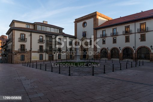 istock Streets in the old town of Oviedo around the cathedral at sunrise. 1299495859