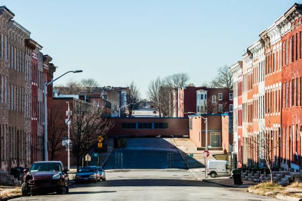 streets of harlem park, baltimore, md - aree esterne della scuola foto e immagini stock