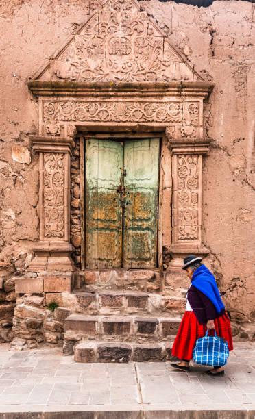 ジュリ市の街プーノ, ペルー - タキーレ島 ストックフォトと画像