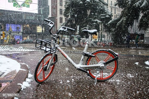 istock Streets of Milan in snow. View on rental bicycle 927662262