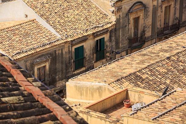 streets of noto - noto sicilië stockfoto's en -beelden