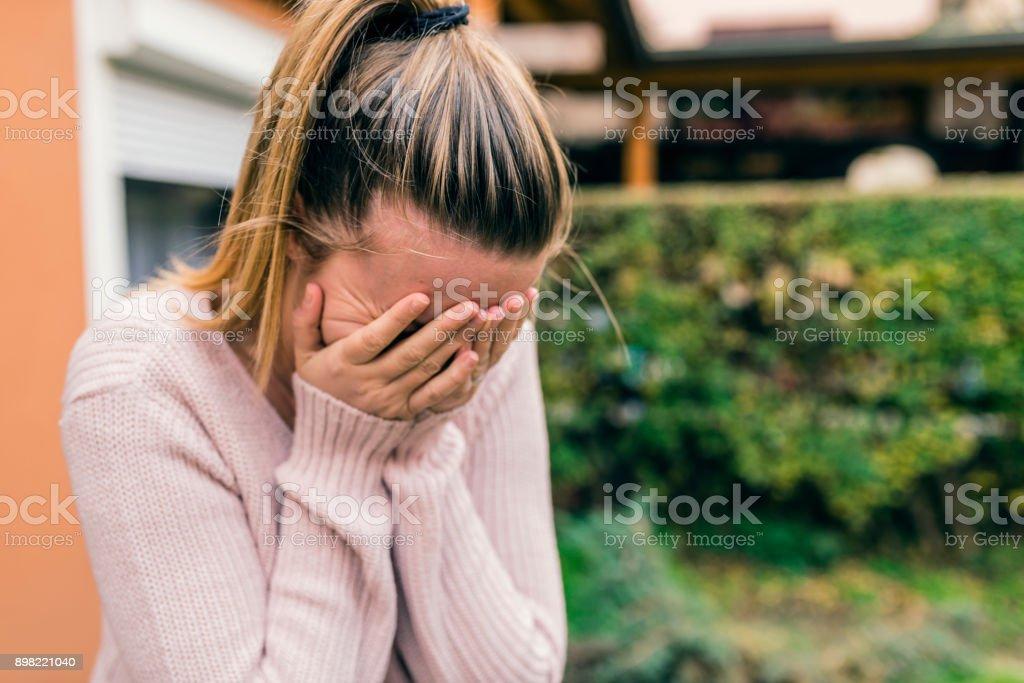 Estrés. Un grito de mujer - foto de stock