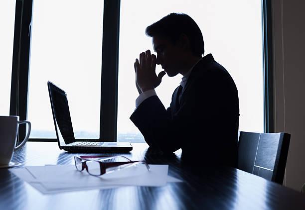 ストレスのたまったビジネスマン  - 絶望 ストックフォトと画像