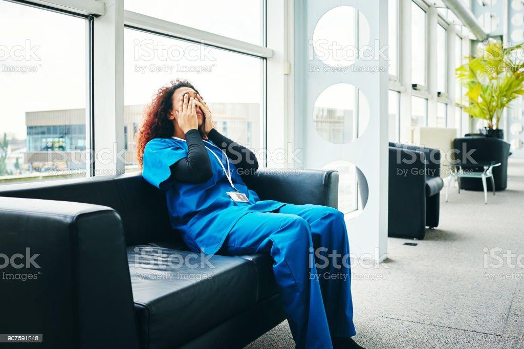 Betont weibliche medizinische Aufnahme Pause von der Arbeit – Foto
