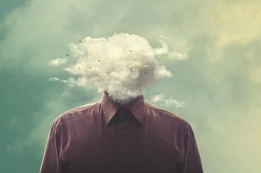 Destaca La Cabeza Del Hombre En La Nube Foto de stock y más banco de imágenes de Abstracto