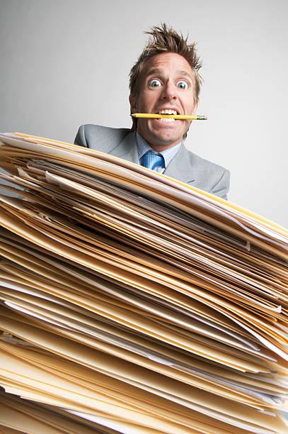 Stressé Employé de bureau des yeux Bulge de départ - Photo