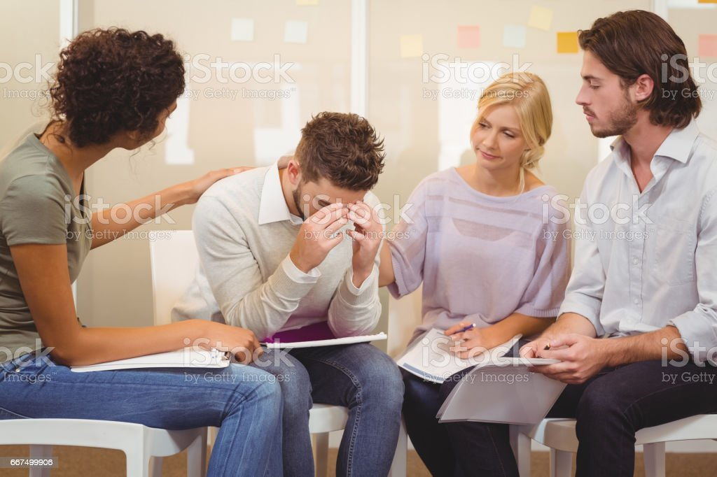 Stressed worker with her colleagues foto stock royalty-free