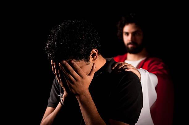 Qui n'a pas connu un jour la solitude et le sentiment d'être abandonné(e) ? Stressed-young-man-with-jesus-behind-him-picture-id182687321?k=6&m=182687321&s=612x612&w=0&h=KIJ6f6yJ9F6vxuSNeqH_g7jjxYrPLIwobL2pHZFD9IA=