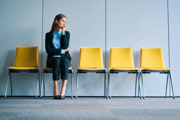 Stressige Geschäftsfrau wartet auf Vorstellungsgespräch – Foto