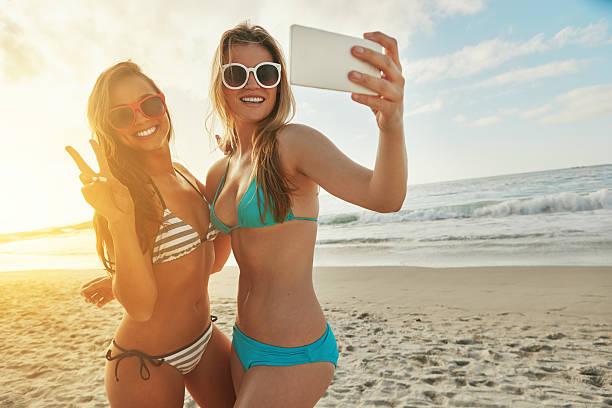 pokaż się - bikini zdjęcia i obrazy z banku zdjęć
