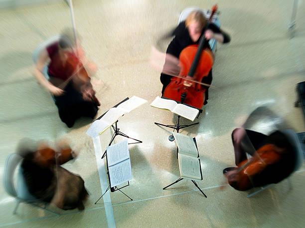 string quartet - notenständer stock-fotos und bilder