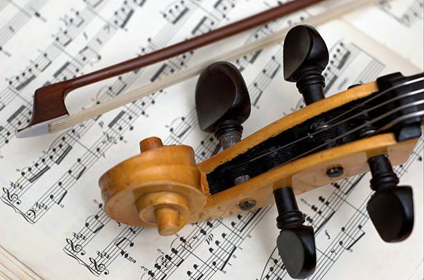 stringed instrument und Notizen – Foto