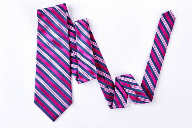 gestreifte krawatte auf weißem hintergrund. - knotenkleid stock-fotos und bilder